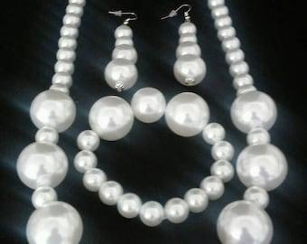 Faux white pearl jewelry set