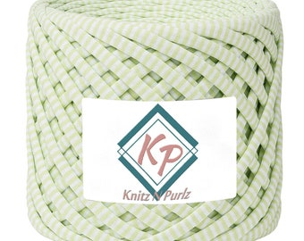 Tshirt Yarn for crochet purse rugs and baskets. T shirt yarn fabric to crochet basket and home decor DIY. Columbia