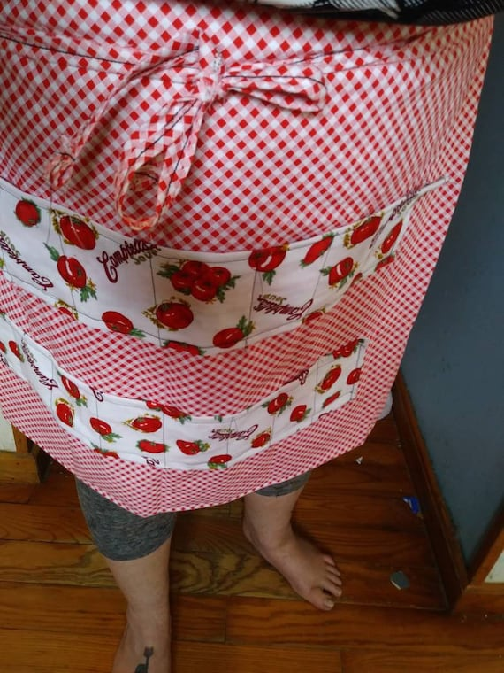 Quail egg gathering waist apron holds 16 eggs in individual pockets