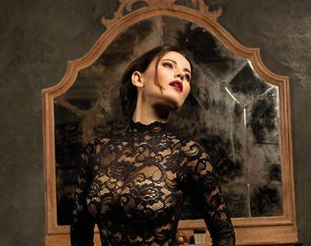 Bodysuit in lace with a Gothic/Baroque design and a special jagged collar.