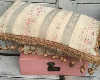 Vintage floral tassel cushion