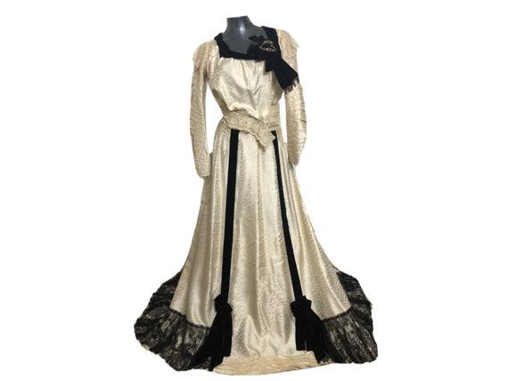Antique 1880s / 1890s Victorian Silk Velvet Lace … - image 1