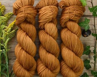"Hand dyed DK weight yarn, superwash merino wool, solid color yarn, 225m/100g, Pure Merino DK ""Caramel"""