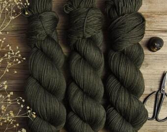 "Hand dyed DK weight yarn, superwash merino wool, solid color yarn, 225m/100g, ""Safari"""