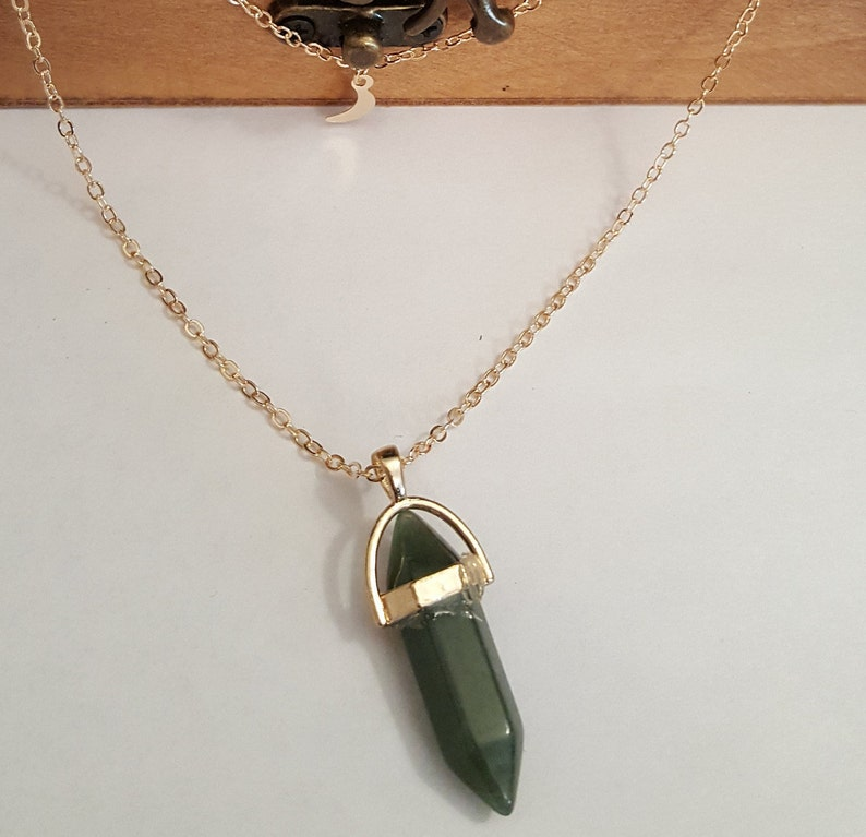 Dark Green and white Crystal pendant Necklaces Beautiful Stunning Stone Jewelry Stone Pendant Necklace