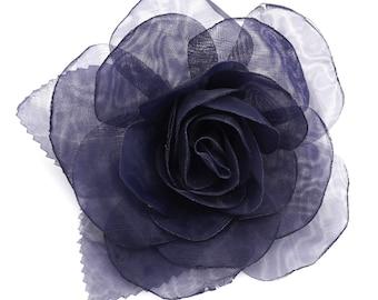 Flower brooch in dark blue organza.