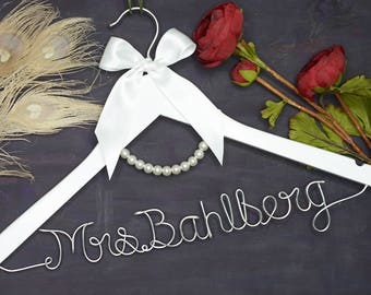 Personalized Bridal Hanger, Personalized Wedding Hanger, Bridal Hanger, Gift for Bride, Gift for Bachelorette, Gift for Bridal Party
