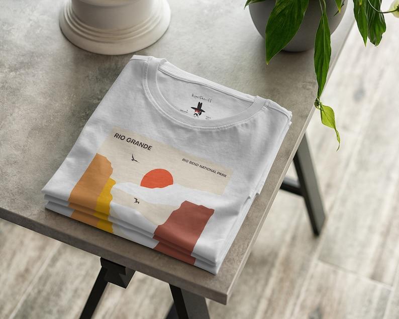 RIO GRANDE Us Travel UNISEX Travel T Shirt Geometric Minimalist Print Big Bend National Park T-Shirt