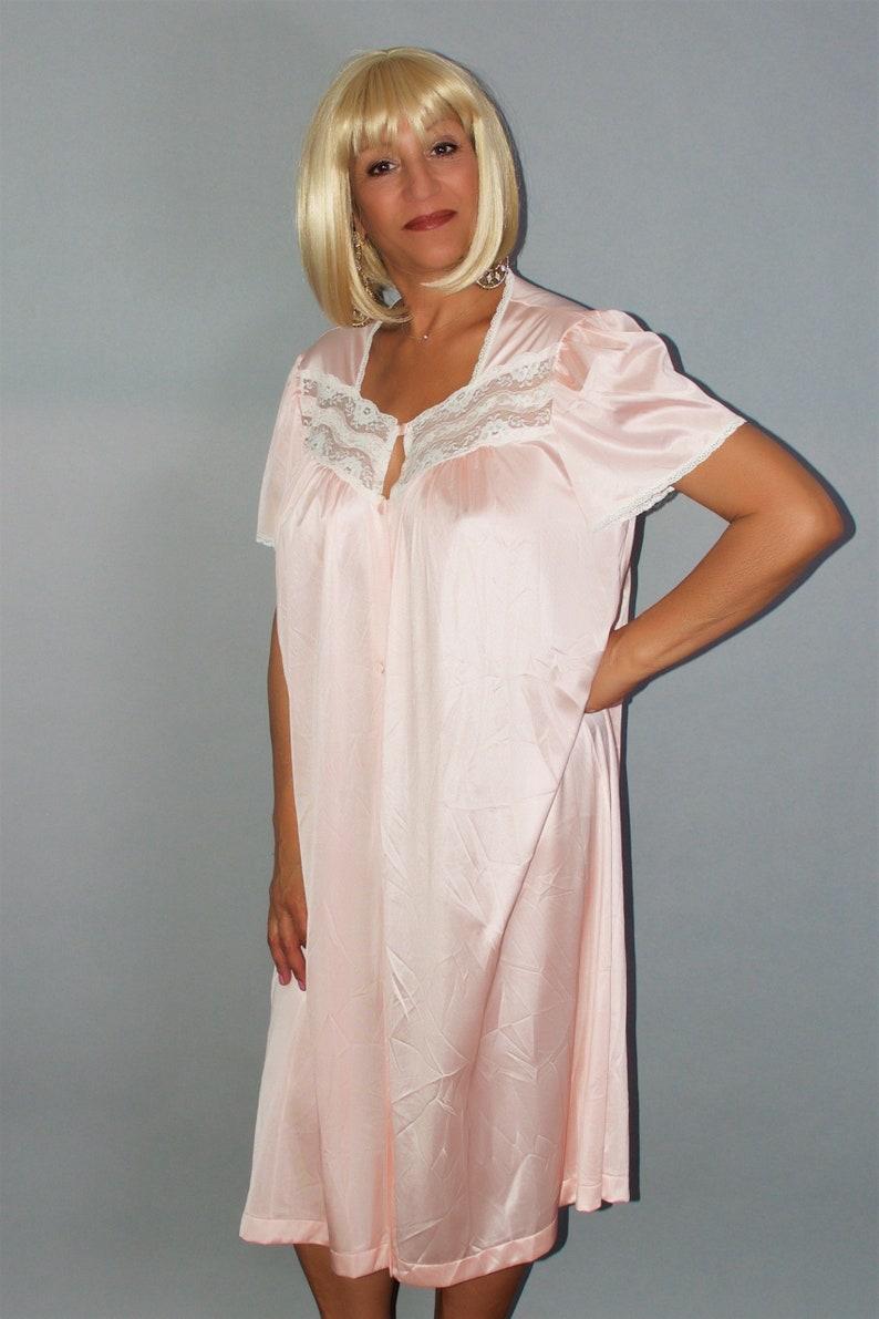 7808ba4d40e Women s Vintage Pink Gown by Vanity Fair Size M