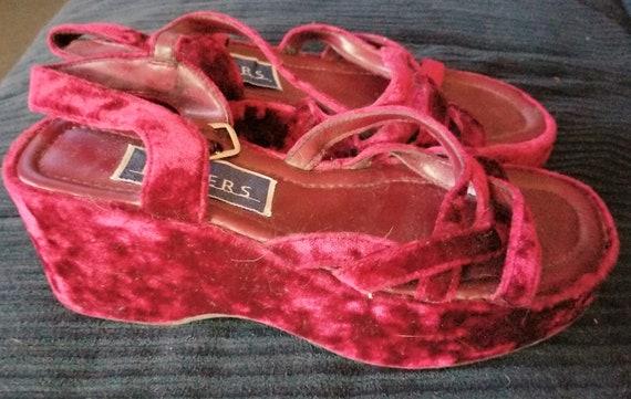 Vintage burgundy velvet platform shoes, size 8, fr