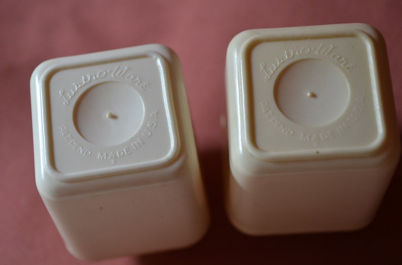 Vintage Lustro Ware Salt and Pepper Shakers Lustroware Cream White Mid Century 1950s Starburst Atomic Age Kitchen Canister