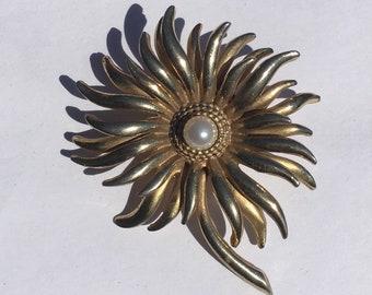 Vintage Sphinx Flower Brooch