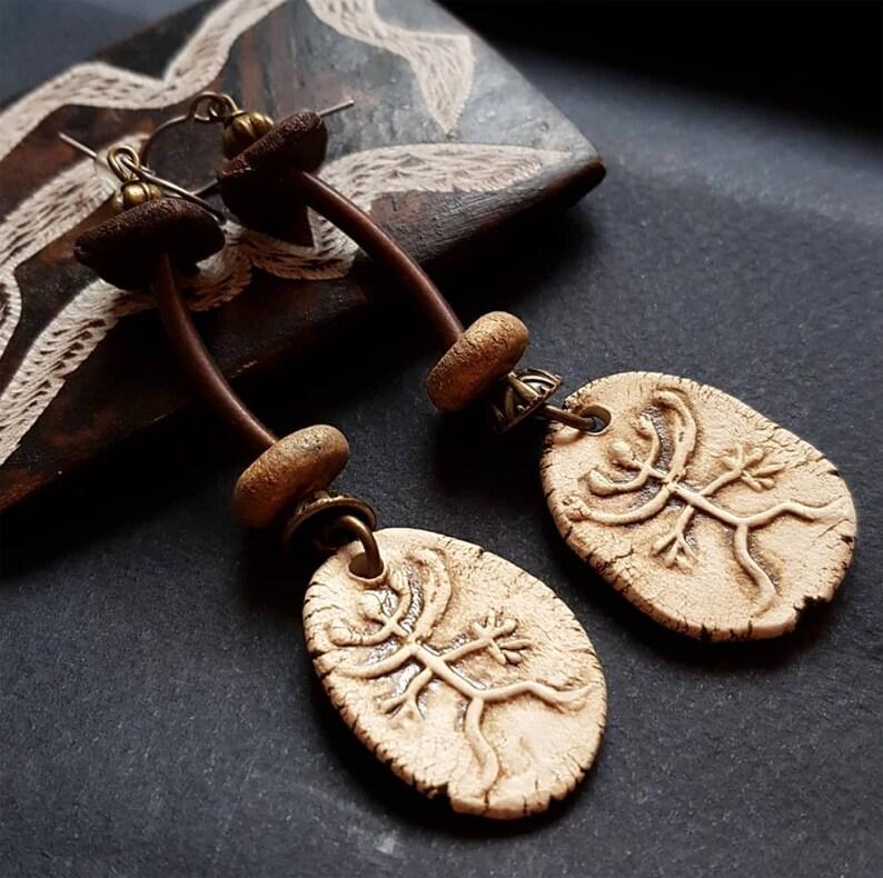 Ethnic Jewelry  Prehistoric petroglyphs drawing relief image 0