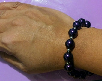 Purple glass pearl bracelet 8 in. Bold &beautiful. Perfect gift for the purple lover!