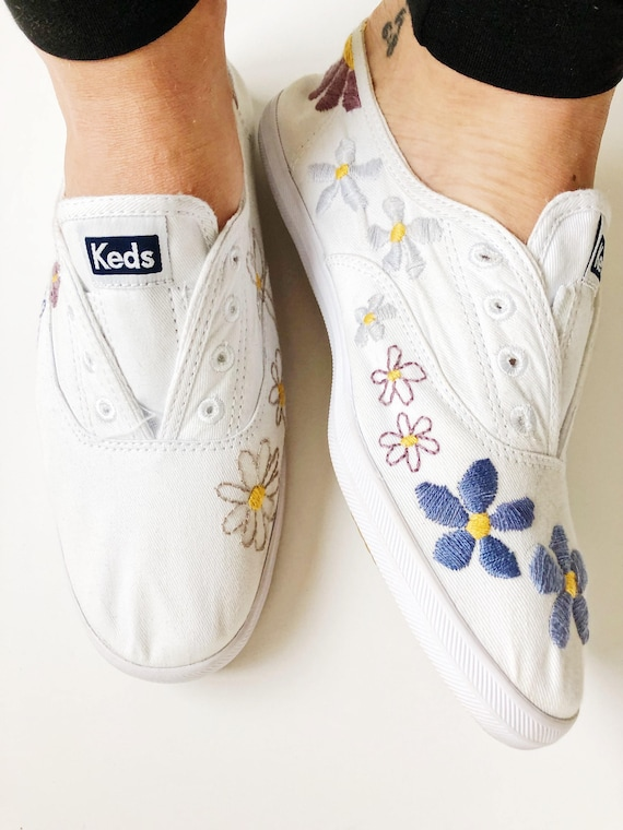 zapatos tipo keds blancos verano