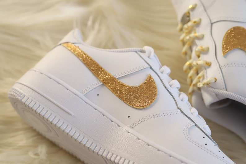 the best attitude fbb9c 8d89f Nike Air Force 1 Champion Gold - glitter shiny Nike AF1