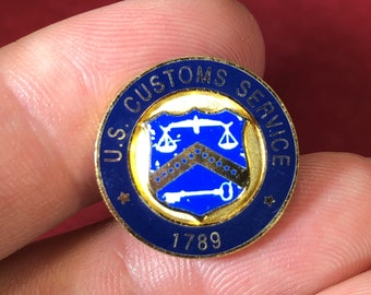 Vintage-Pin-US Customs Service-1789-Key-Scale-Blue-Gold-Jewelry-Accessories