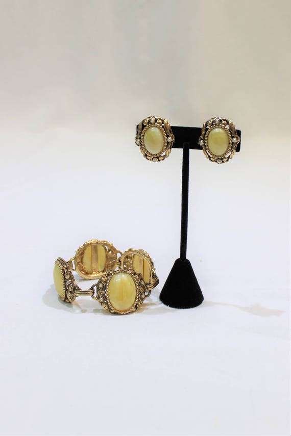 Vintage Yellow Marbled Cabochon Jewelry Set Chunky Bracelet and Earrings Bracelet and Clip On Earring Set