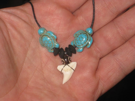 Turquois turtle surfer pendant with real shark tooth, with adjustable necklace.