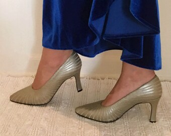 369f9ae798abf Pointed toe pumps | Etsy
