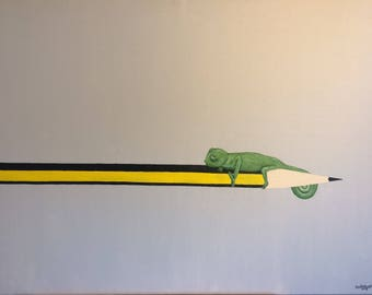 Young chameleon sitting on a pencil. Ein junges Chamäleon sitzt auf einem Bleistift. Een jonge kameleon zit op een potlood.