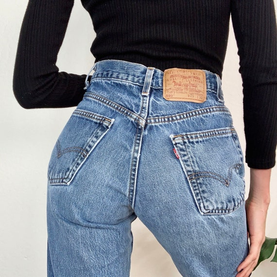 Sz 27 Vintage 550 Medium Wash Relaxed Fit Tapered