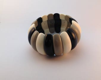 Grey, Black, White plastic 1950's bracelet strung with elastic  which is in excellent condition