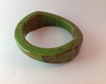 Bakelite Creamed Spinach Bangle Bracelet