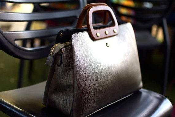 Wooden handles classic handbag