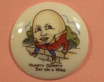 Vintage 1950's Humpty Dumpty plastic button.