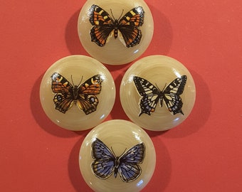 Vintage set of 4 butterfly buttons.