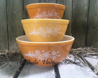 Butterfly Gold 3 Piece Mixing Bowl Set, Vintage Pyrex Nesting Bowls, Country Kitchen