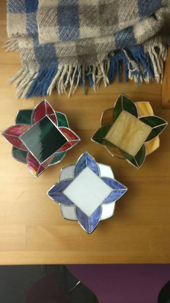 QTSG Handmade Artwork of 4.2-inch Stained Glass Decorative Bowl Collection Decorative Pipe Color as Shown