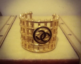 Gorgeous gold  statement bestseller bangle bracelet fashionaccessory