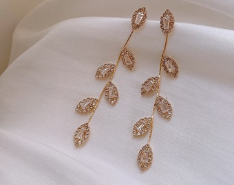 Cubic Zirconia /& Gold Filigree Leaf Branches Pendant sparkle dangle earrings