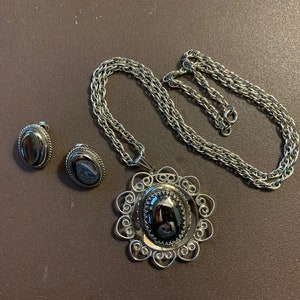 1960s Whiting /& Davis Silver-framed Abalone Shell Pendant Necklace and Clip Earrings