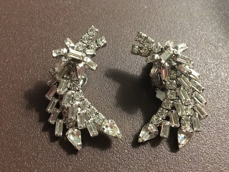 Vintage 1950s Clear Crystal Glass Stones Comet Clip Earrings