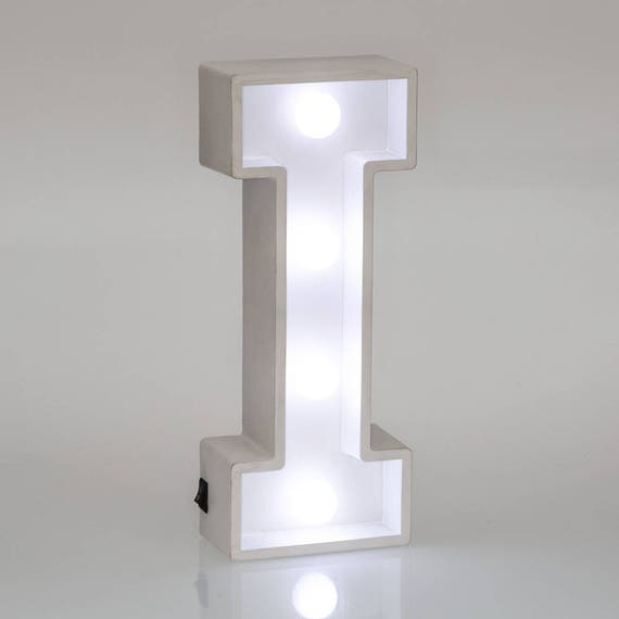 Lettres d'éclairage I Marquee Letters LED Lampe de chevet (fr) White Wooden Letter Lights Bedroom Decor Mur suspendu autoportant (fr) Nom Baby Gift
