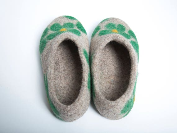 felt slippers slippers felted girl wool green junior Wool slippers clogs Felted felt felt slippers slippers natural slippers clogs xYFwqC8