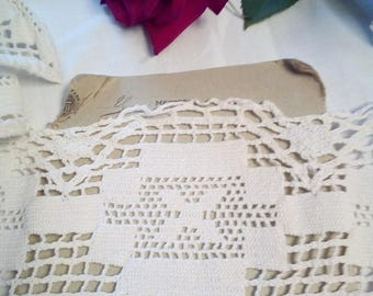White antique bobbin lace