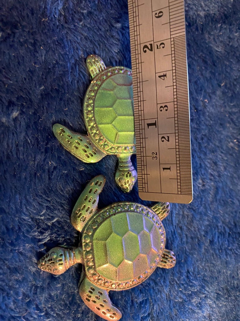 2  pice beautiful small turtle\u2019s for phone pops badges molds