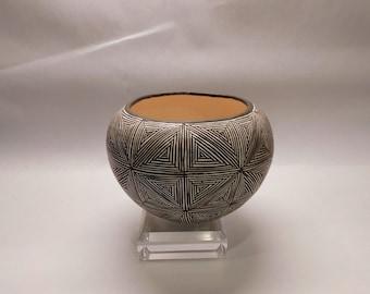 Stunning Geometric Juana Leno Acoma Publo Pottery Fine Line Vase