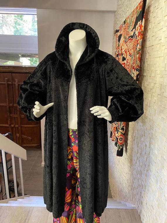 Vintage velvet forties opera coat