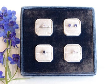 Jewelry display - Jewelry boxes - Ring display - Ring case - Velvet - Colonial blue/Cornsilk