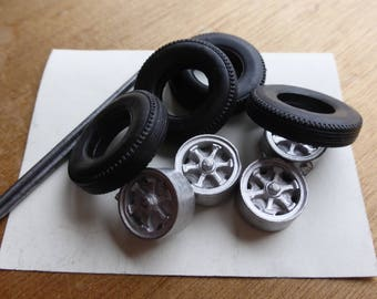 white metal wheels set for Italian trucks of the 50/60s OM, Fiat, Lancia, etc. Carrara Models 40 1:43