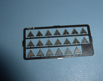 high quality photoetched catseyes or lights (triangular, mm 4.5x4.5x.4.5) for model cars, trucks and other models FLT5