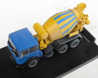 Fiat 300 3-axles cement mixer Handbuilt model by Nonomologati 1:87 H0