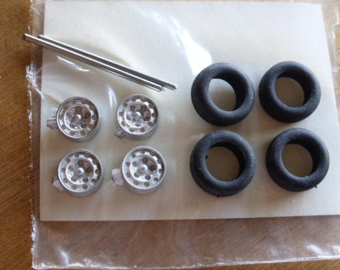 white metal wheel for Porsche, Lancia, Alfa Romeo etc of the 50s/60s Carrara Models 18 1:43