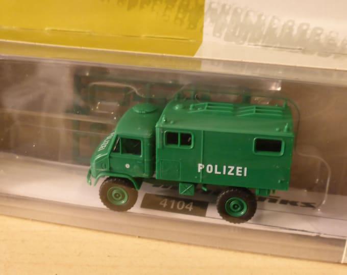 Unimog S 404 Polizei Funkkofer Minitanks 4104 1:87 H0