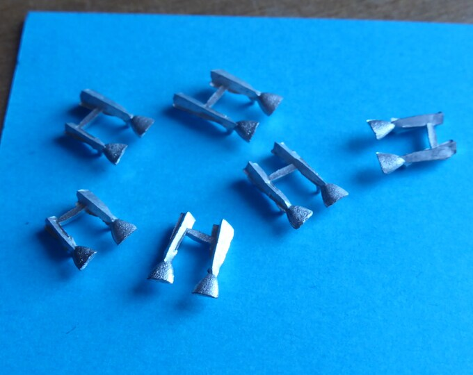 Pack of 12 white metal triangular mirrors for racing and road cars of the 70/80/90s Group C cars etc 1:43 Remember SP70